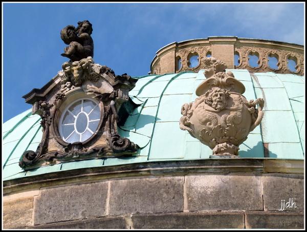 Le château de Sans-souci de Postdam ( Allemagne).