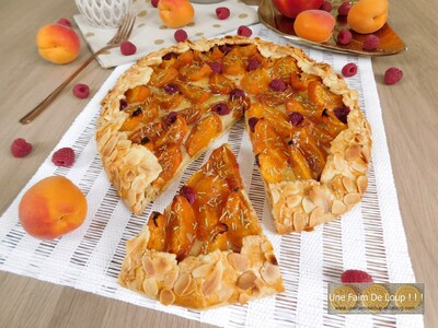 Tarte rustique aux abricots framboises & romarin