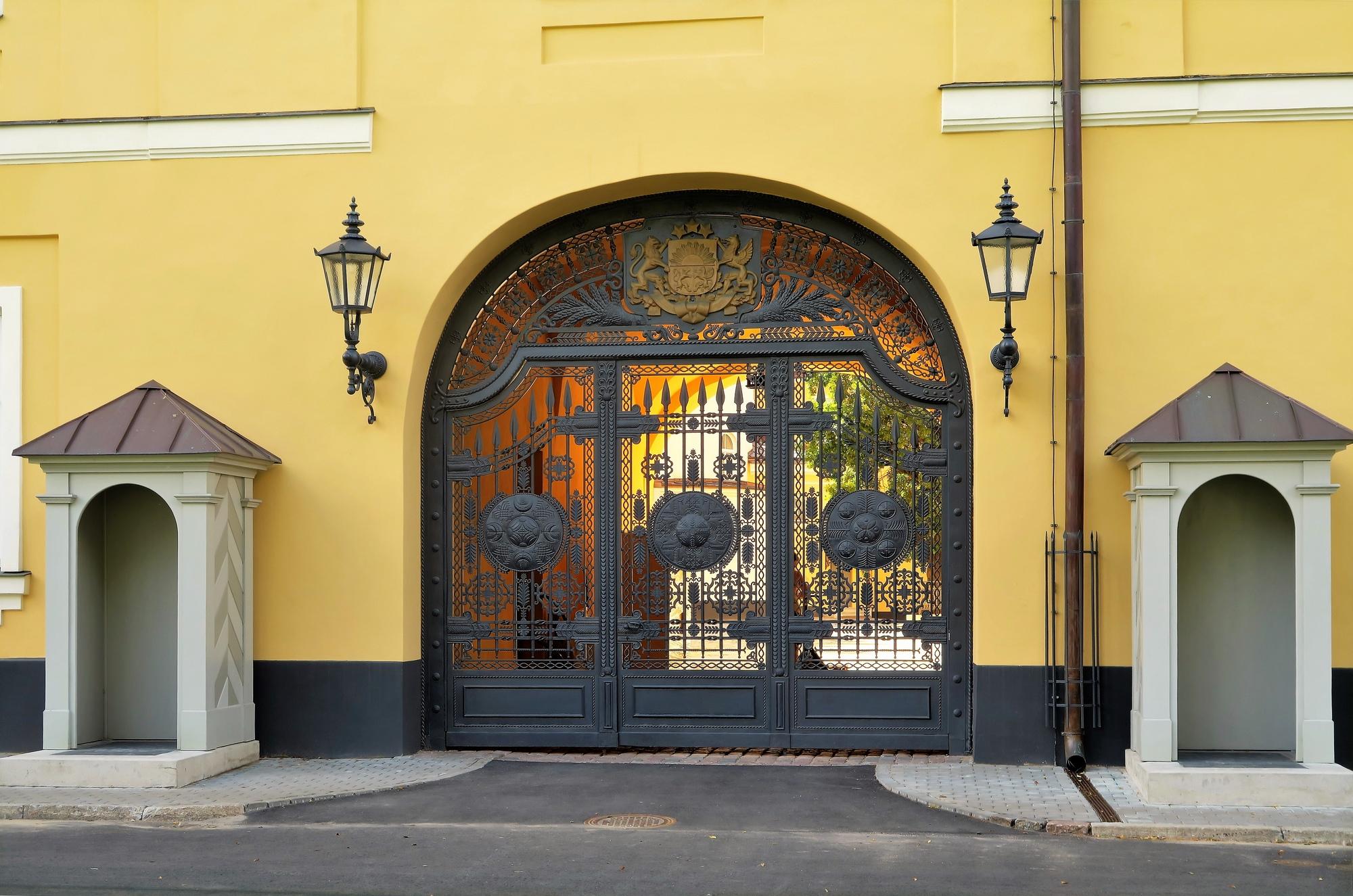 RIGA (LV) La porte d'entrée principale du Palais ¨Présidentiel