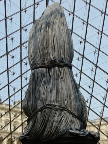 Loris Gréaud statue Louvre 3