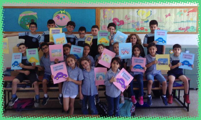 Assistés par Mme Merry, les EB2 ont confectionné leur propre livre pour lire avec plaisir.