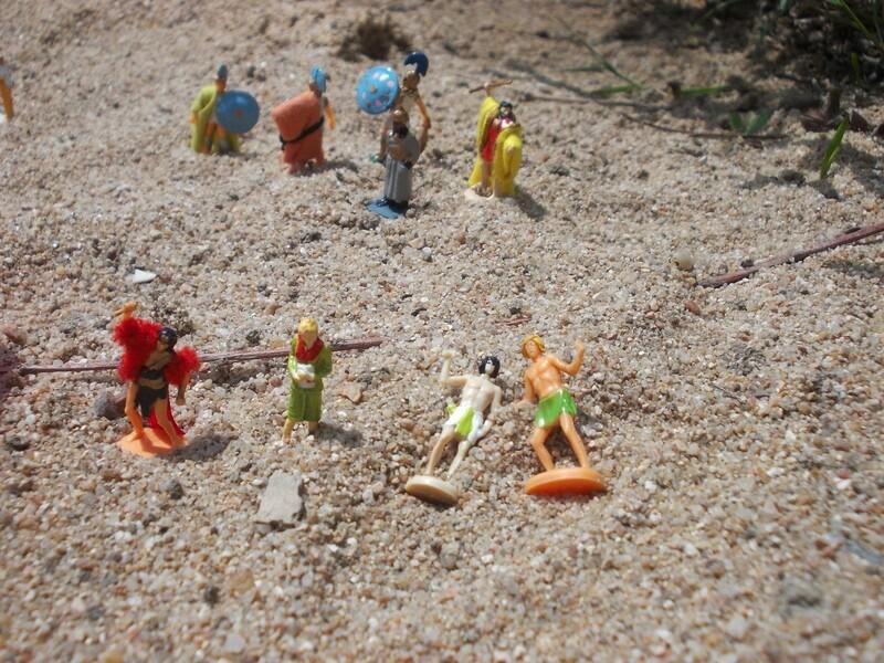 Aujourd'hui : Le Père Noël (Hein ? Déjà ?...) survivra-t-il à son passage dans le monde miniature ? Suivi de : Les châteaux de Gason Authienoüs