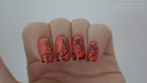 Nail Art orange et arabesques
