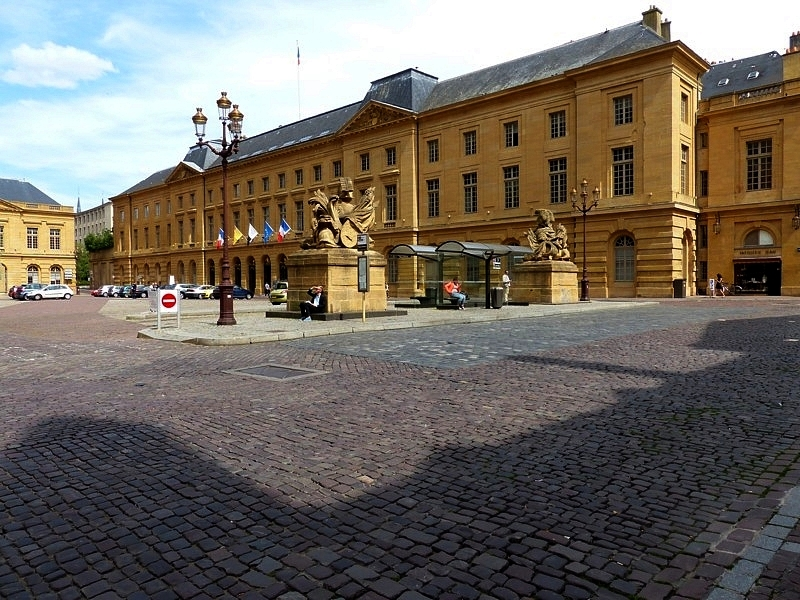 Metz l 39 h tel de ville place d 39 armes fier de vivre for Piscine metz