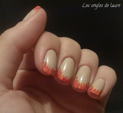 Nail Art manucure enflammée