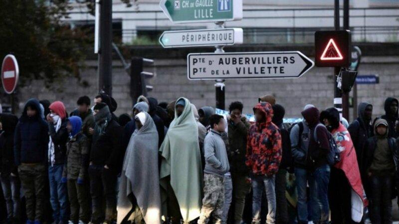 L' association solidarité  migrants, porte de la Chapelle