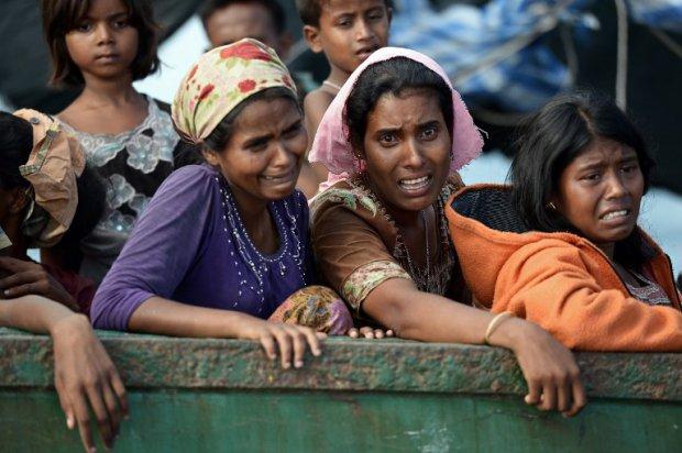 Des boat-people rohingyas de Birmanie dans un bateau au large de la Thaïlande, le 14 mai 2015 (AFP / Christophe Archambault)