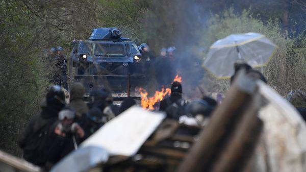 ALERTE- Les blindés débarquent à Paris