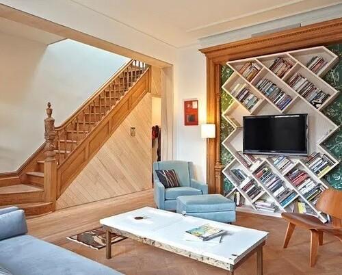 Bibliothèque à la maison pour trouver une place exclusive pour des livres
