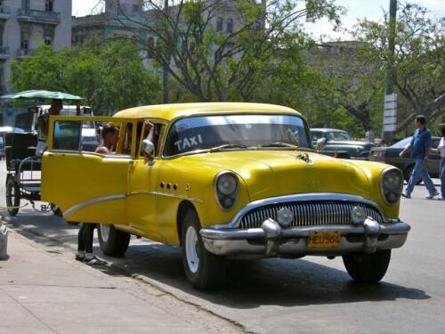 Cuba voiture américaine jaune