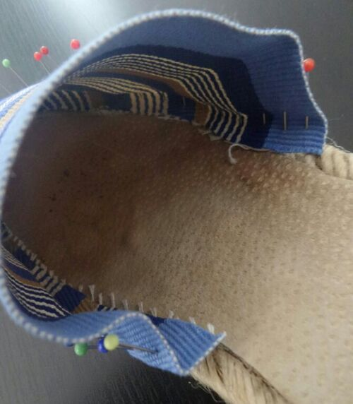 Coudre ou réparer des espadrilles
