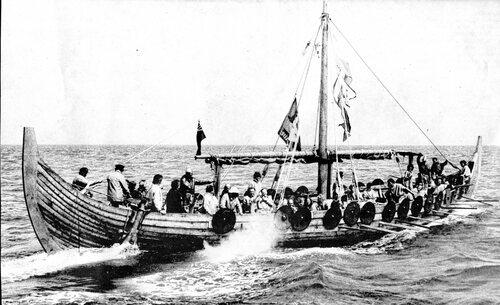 La réplique d'un drakkar viking fait escale au port
