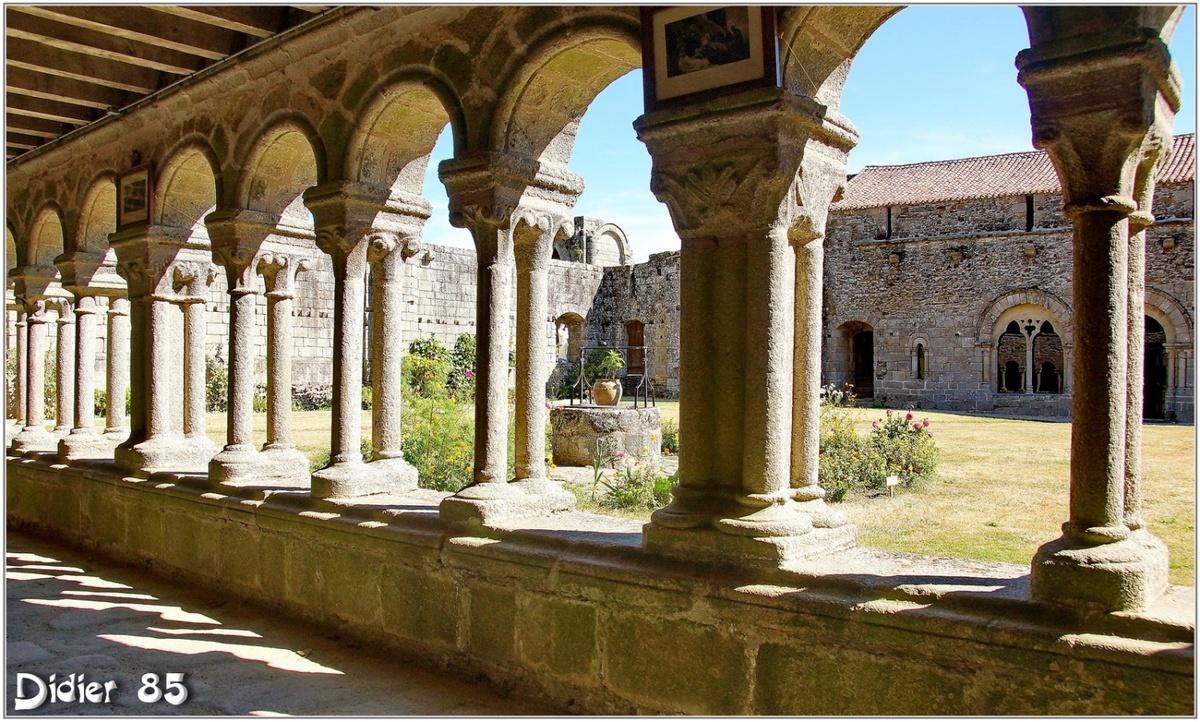 (85) Vendée - Les Herbiers (2) - Abbaye Notre-Dame de la Grainetière 1