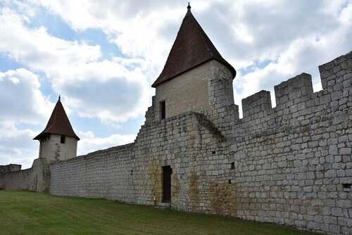 Villebois-Lavalette et son château (Charente)