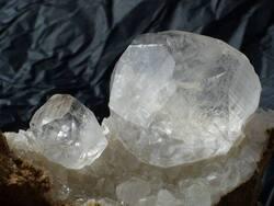 GELOS, LAROIN, COY Dept 64 Géodes de calcite diamant