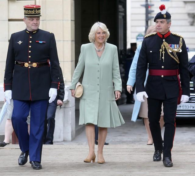 Camilla et la garde républicaine