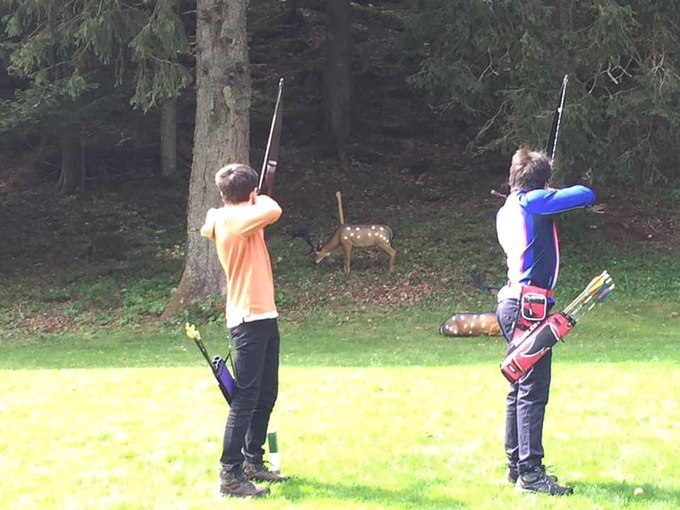 L'image contient peut-être: une personne ou plus, personnes qui pratiquent un sport, personnes debout, plein air et nature