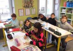 les élèves en activité de création