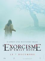 L'Exorcisme d'Emily Rose : Lorsque Emily Rose quitte sa province, c'est pour aller étudier à l'université. Une nuit, seule dans sa chambre d'étudiante, elle est la proie d'hallucinations et d'une rencontre surnaturelle qui la laissera épouvantée. Convaincue qu'elle est harcelée par les forces démoniaques, Emily sombre peu à peu, victime de symptômes de plus en plus spectaculaires. Perdue et terrifiée, Emily demande au prêtre de sa paroisse, le père Richard Moore, de l'exorciser... Au terme du combat contre sa possession, la jeune fille trouve la mort. Accusé d'homicide par imprudence, le père Moore se retrouve au coeur d'un procès qui va ébranler les convictions de tous. Défendu par Erin Bruner, une célèbre avocate qui ne croit pas au surnaturel, Moore n'a plus l'ambition d'être innocenté, il veut simplement que tout le monde sache ce qui est réellement arrivé à Emily... -----... Origine du film : Américain Réalisateur : Scott Derrickson Acteurs : Laura Linney, Tom Wilkinson, Campbell Scott Michael Genre : Thriller Durée : 1h 59min Date de sortie : 7 décembre 2005 Année de production : 2005 Titre Original : The Exorcism of Emily Rose Distribué par : Gaumont Columbia Tristar Films Note presse :  3,2/5 Note spectateurs :  2,7/5 (2562)