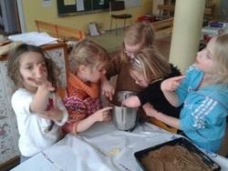 Atelier pâtisserie avec les moyens