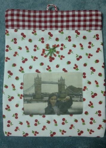 pochette-cadeau-cerise2.jpg