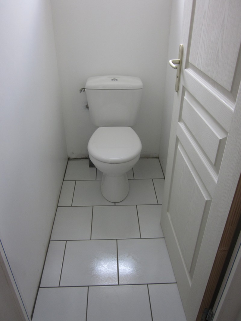 Carrelage design carrelage mural wc moderne design for Faience pour wc