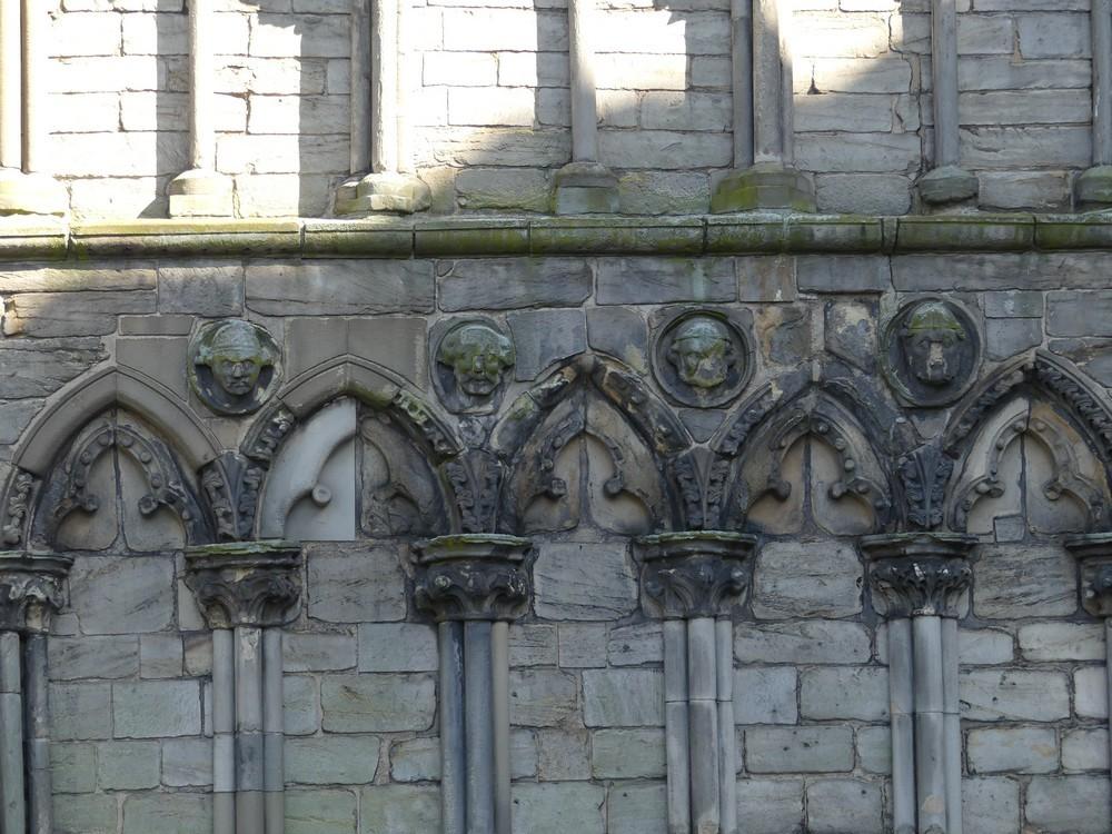 Le Palais de Holyrood, palais de la Reine, à Edimbourg...