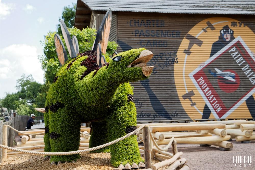 Dinosaures : magnifiques mosaïcultures