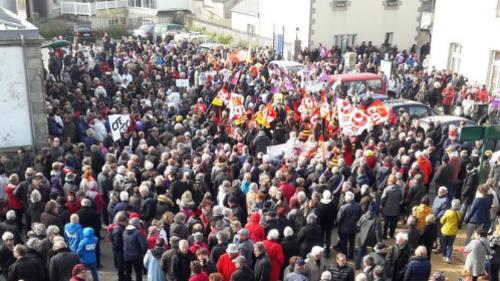 Roscoff : au moins 5 000 manifestants pour défendre le centre de Perharidy