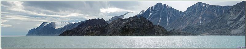 Entrée et navigation dans Eclipse Sound - Entre Baffin et Bylot Islands - Nunavut - Canada
