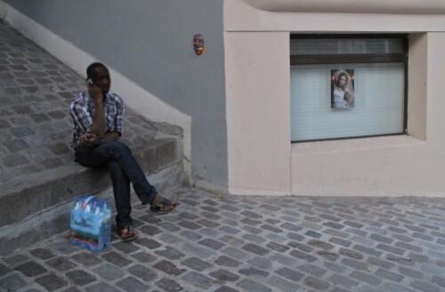 Gregos masque escalier street-art