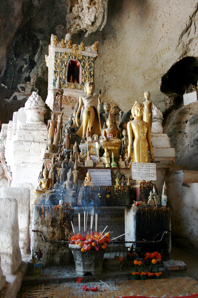 Blog de images-du-pays-des-ours :Images du Pays des Ours (et d'ailleurs ...), Une des grottes sacrées de Pak Ou - Laos