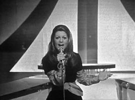 Mars 1972 : petite série avec mèche sur le côté.