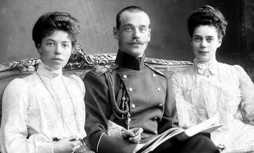 ohsoromanov:  Grand Duchess Olga Alexandrovna, Grand Duke Michael Mustache Alexandrovich and Grand Duchess Xenia Alexandrovna.