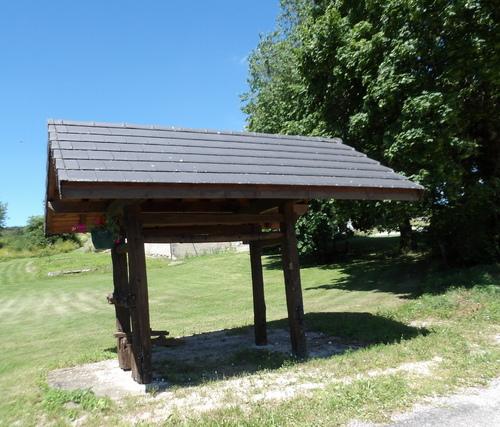 Petit patrimoine à Thézillieu ( 2 )