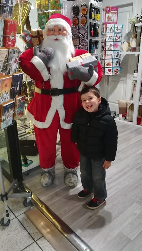 Lorenzo et les décors de Noël