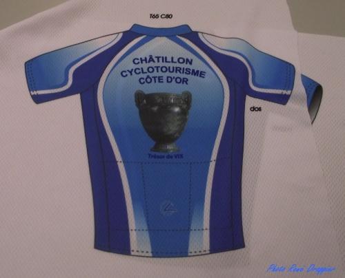 Les nouveaux maillots des membres du Club Cyclotouriste de Châtillon sur Seine..