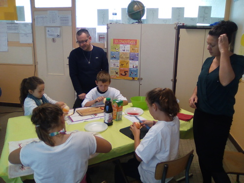 CE1-CE2 et CM1B réunis pour un atelier multi-âge lors de la semaine du goût le samedi 15 octobre 2016