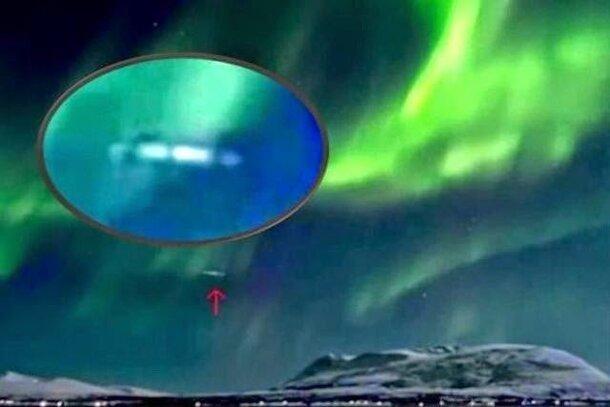 Îles Svalbard : OVNI en forme de cigare enregistré