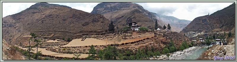 Premier arrêt sur la route Paro / Timphu avec une photo panoramique interactive - Bhoutan