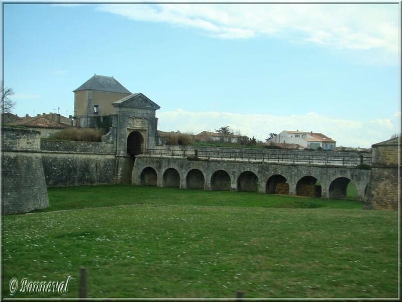 Citadelle de Saint-Martin-de-Ré Porte des Campani et pont dormant