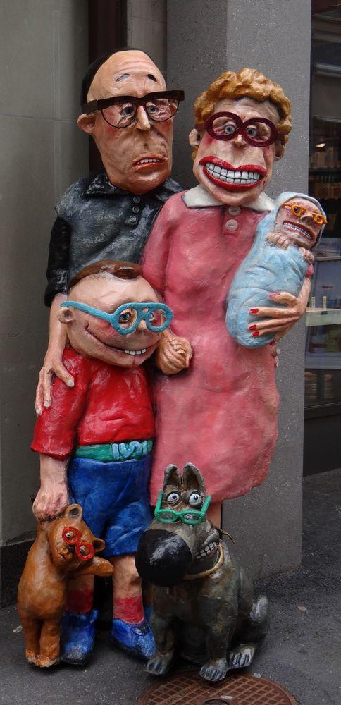 Petite famille, totem publicitaire original...