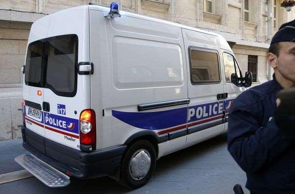 Un homme serait arrivé en véhicule avant de faire feu sur une caissière et un septuagénaire. (Photo d'illustration)
