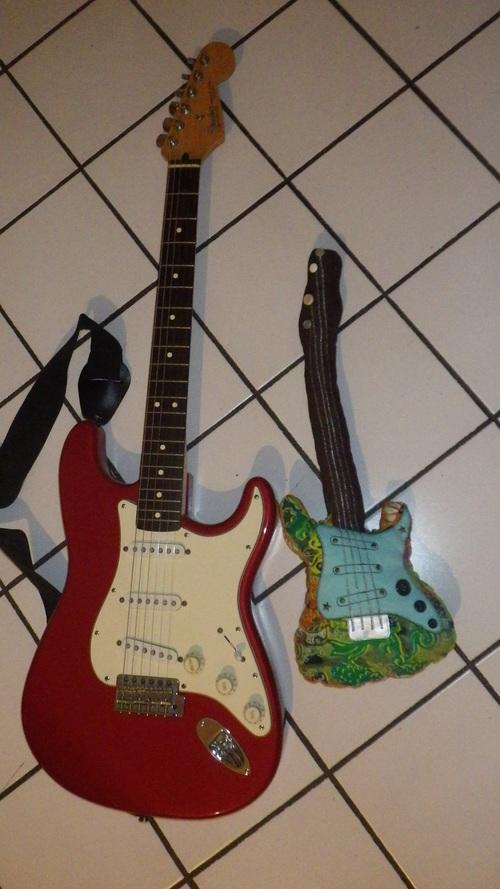 Une mini guitare !