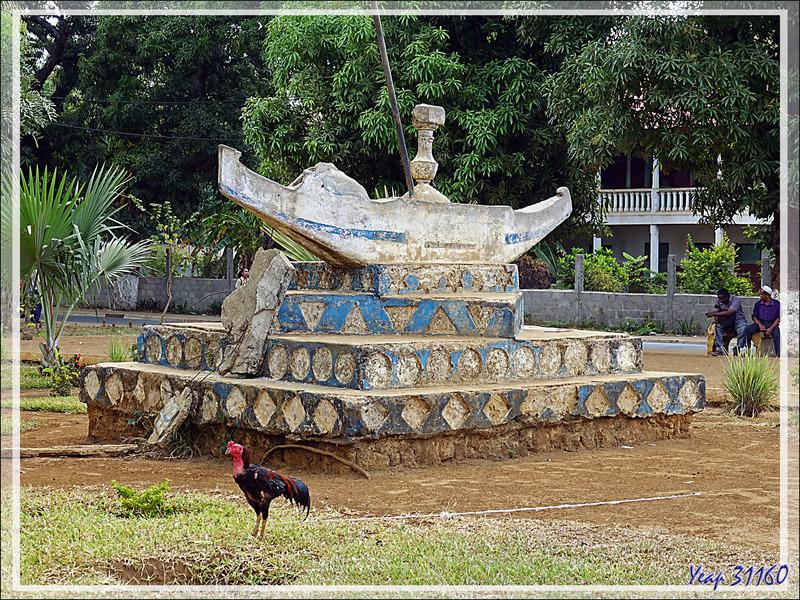 Tristes vestiges de l'époque où la France était présente - Du côté du Cours de Hell - Hell-Ville (Andoany) - Nosy Be - Madagascar