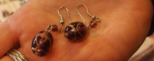 Boucles d'oreilles violettes en verre de Murano