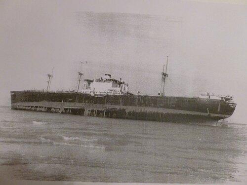L'ECHOUAGE D'UN LIBERTY-SHIP SUR LA PLAGE DE SANGATTE