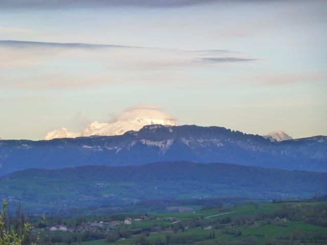 Le Mont-Blanc chapeauté