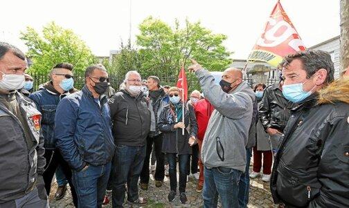 Les salariés de la Fonderie de Bretagne ont fait le pied de grue devant la sous-préfecture de Lorient, dès ce lundi 10mai, 6h. Ils voulaient empêcher la tenue du CSE extraordinaire devant lancer la