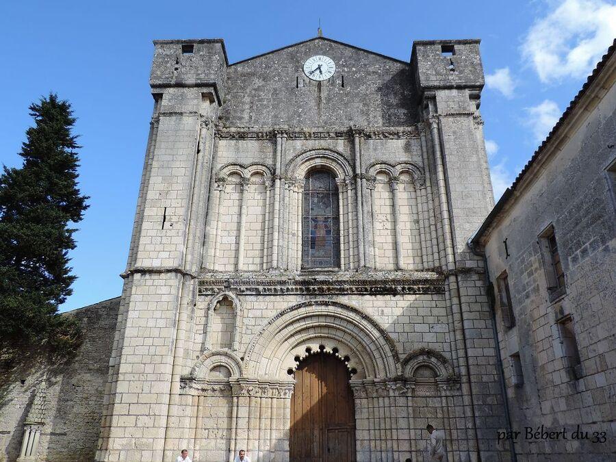 l'abbaye Saint Etienne de Bassac dept (16)